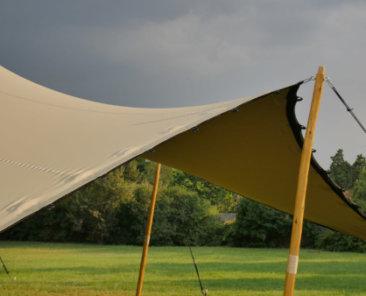 namiot stretch jako zadaszenie przed deszczem