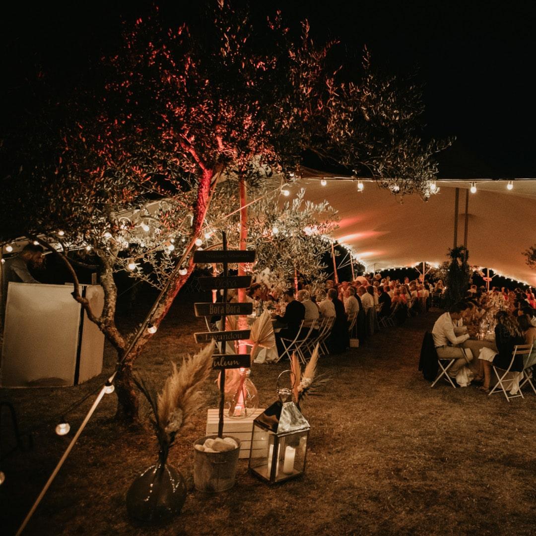 ślub w plenerze w namiocie na wesele