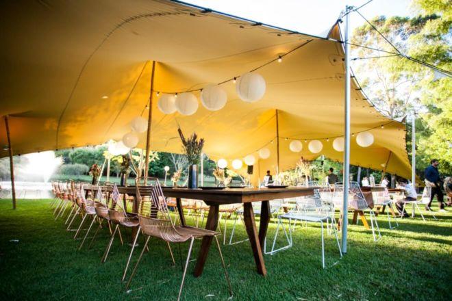 impreza w ogrodzie pod namiotem stretch