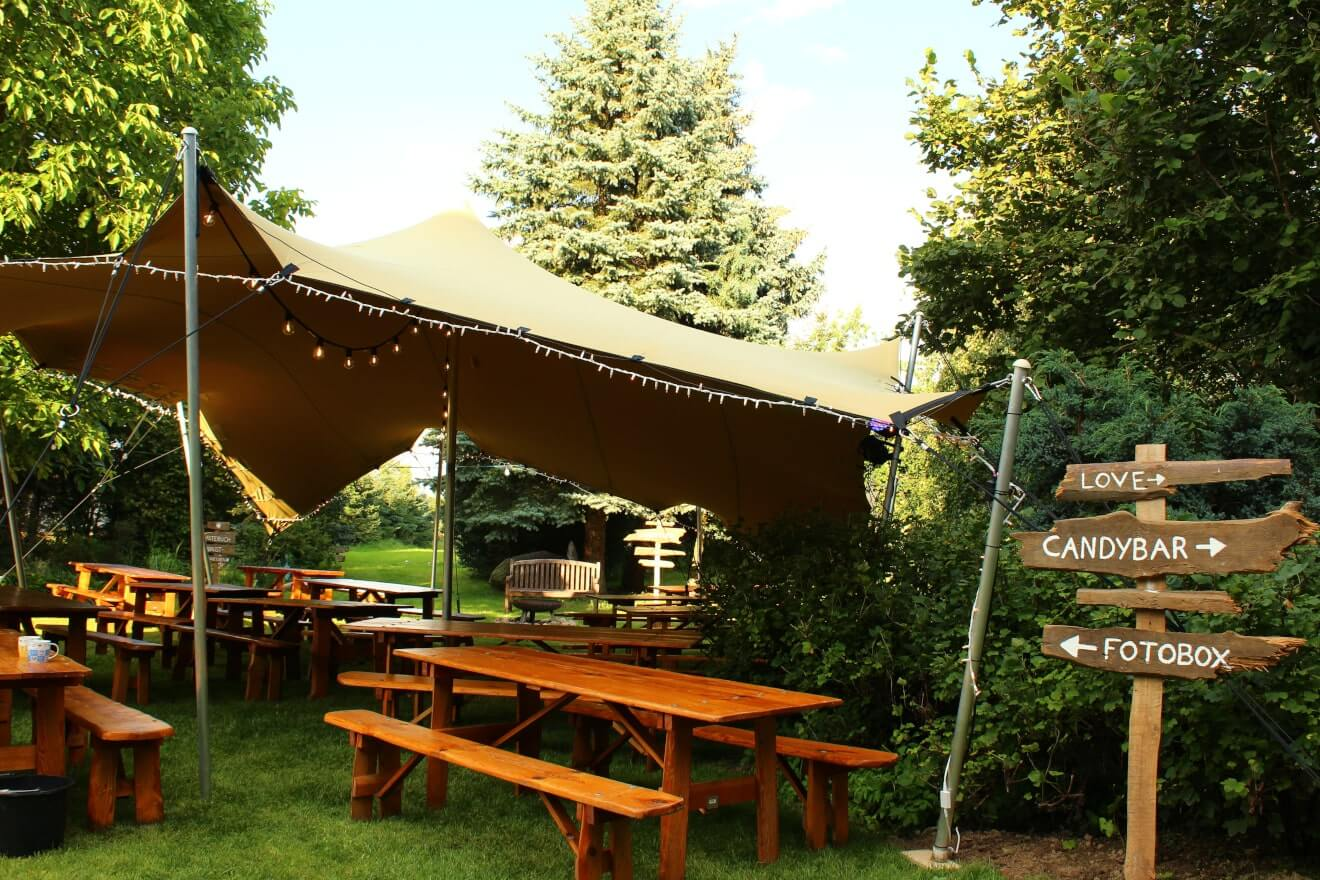 namiot na event w ogrodzie