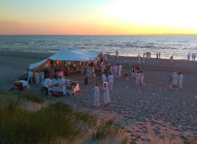 namiot stretch na plaży przy morzu bałtyckim